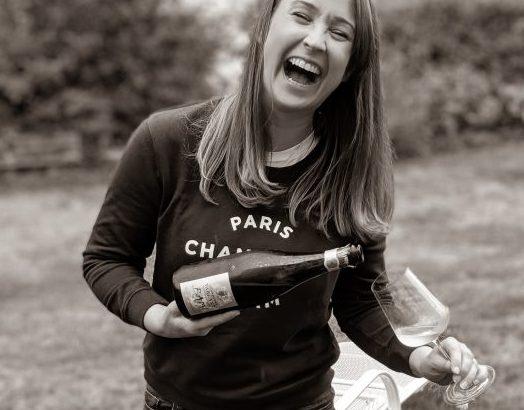Jules von JulesWeinWelt mit Champagner